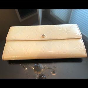 Louis Vuitton Bags - Louis Vuitton Vernis Sarah Continental wallet